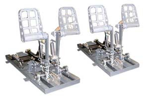 dual linked rudder pedals 737